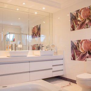 6 tipov, ako opticky zväčšiť kúpeľňu