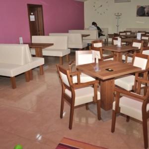 Atypické čalúnené sedenie do kaviarne